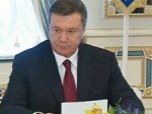 Фото: Янукович доручив розглянути введення мита на експорт гречки