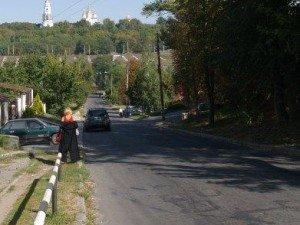 Фото: По Монастирській вже можна їздити автомобілем