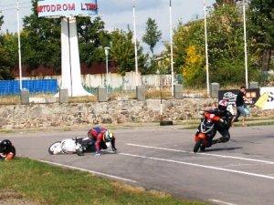 Фото: У Полтаві пройшли перегони на скутерах (фото)