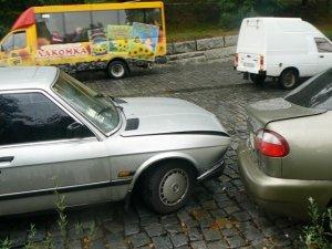 Фото: У Полтаві зіткнулися сім автомобілів та тролейбус (Фото)