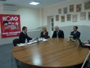 Фото: Кандидат в мери Полтави приїхав на зустріч з журналістом зі своєю камерою