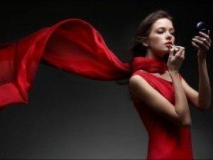 Фото: Жінки у червоному змушують чоловіків фліртувати