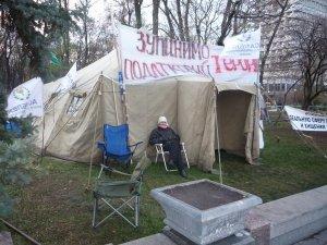 Фото: Підприємці Полтави чергують біля Верховної Ради