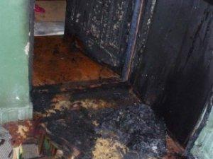 Фото: Палій-рецидивіст за ніч підпалив вхідні двері восьми квартир полтавців