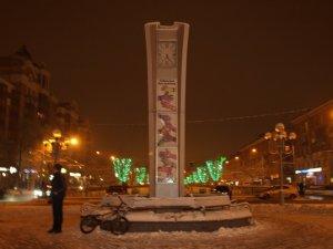 Фото: В центрі Полтави зникла величезна пляшка шампанського