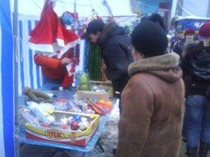 Фото: Новорічні прикраси та сувеніри у Полтаві реально купити і сьогодні