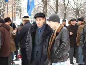 Фото: День соборності полтавці відсвяткували біля пам'ятного знаку Симону Петлюрі