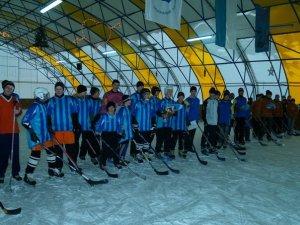 Фото: Юних полтавських хокеїстів нагородила міська влада
