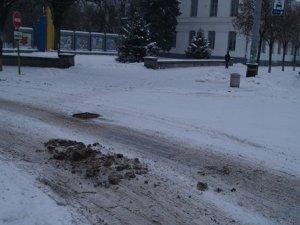 Фото: У вихідний центр Полтави від снігу не розчистили