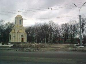 Фото: У Полтаві закрили прохід біля могили Котляревського залізним парканом