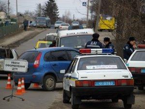 Фото: У Полтаві жінка-водій збила стовп і потрапила до лікарні