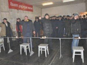 Фото: Полтавські міліціонери краще за СБУшників стріляють з Макарова