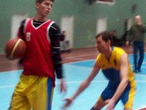 Фото: Збірна полтавських фізруків обіграла у баскетбол школярів
