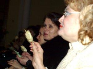 Фото: У Полтаві на честь Масляної глядачів годували варениками та випічкою прямо на концерті