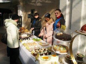 Фото: У Полтаві відбувається ярмарок тістечок