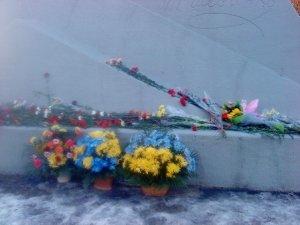 Фото: У Полтаві під час покладання квітів до пам'ятника Шевченку згадували тезку футболіста