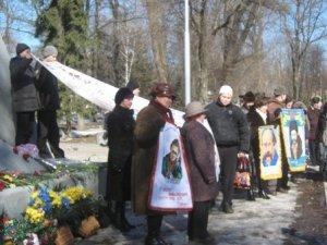 Фото: Полтавці вишили останній шлях Шевченка на одному рушникові