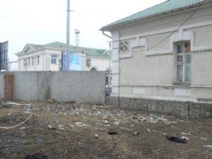 Фото: Поблизу Київського вокзалу полтавці влаштували місце для справляння потреб малих і великих