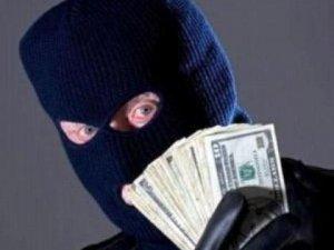Фото: У Полтаві п'ятеро чоловіків у масках пограбували будинок підприємця