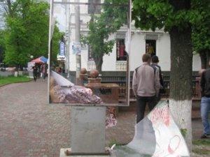 Фото: В центрі Полтави пошкодили черговий лайт-бокс