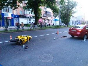 Фото: У Полтаві в центрі міста загинув мотоцикліст