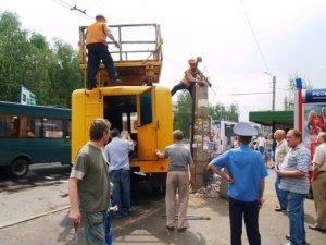 У Полтаві стовп впав на пасажирський автобус