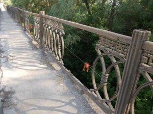 Фото: На Полтавщині викрали чавунну огорожу на автомобільному мосту