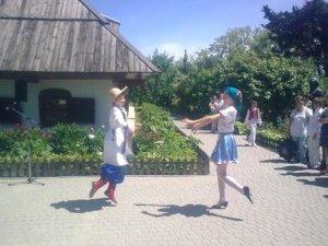 Фото: У садибі Івана Котляревського вітали полтавський дітей