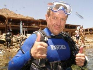 Фото: В Червоному морі полтавець намагався подружитися з акулою і не стати жертвою мурени