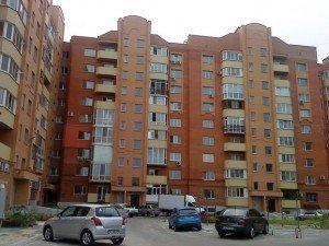 Фото: В елітному будинку Полтави два роки пустує квартира, яка належить міськвиконкому