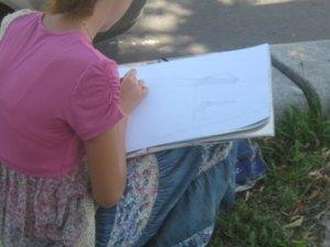 Фото: Полтавські студенти, які малюють в Корпусному парку, за  три тижні створюють 56 робіт