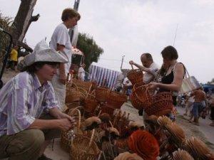 Фото: На Сорочинской ярмарке устроят пивную битву и научат варить борщ