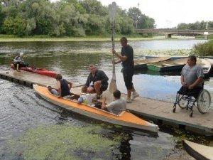 Фото: У Полтаві на байдарках та каное змагались спортсмени з ураженнями опорно-рухового апарату