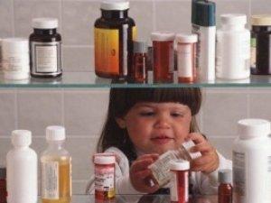 Фото: Полтавські еменесники: що робити якщо ваша дитина наїлась таблеток