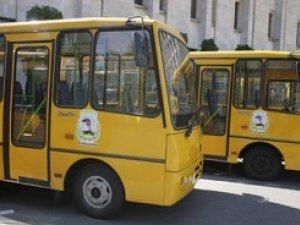 Фото: Під стіни Полтавської облдержадміністрації з'їдуться шкільні автобуси