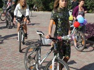 Фото: Полтавці милувалися дівочим велопарадом