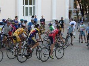 Фото: Полтавці влаштовують велопробіг з нагоди 70-ї річниці партизанського руху
