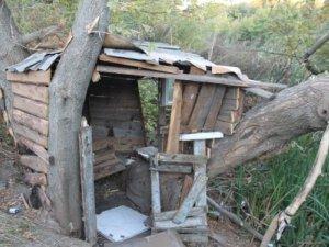Фото: У Полтаві для безхатьків збудували будинок біля ставка