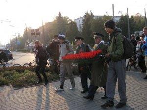 Фото: До 67-ої річниці визволення України від фашистських загарбників Полтавська обласна організація Партії регіонів провела велопробіг місцями бойової слави