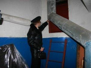 Фото: Полтавські пожежники у підвалах шукали бомжів