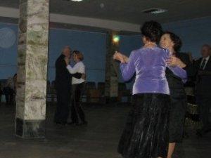 Фото: Полтавські пенсіонери просять безкоштовну дискотеку