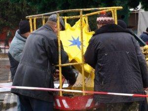 Фото: У Полтаві встановили першу міську ялинку