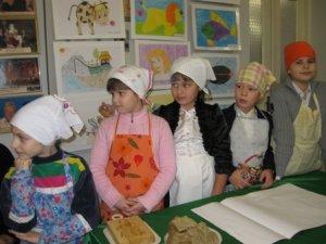 Фото: У Полтаві діти та художники ліпили пряники