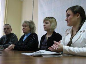 Фото: Після року ув'язнення 17-річній Вікторії Санжарівець важко ходити