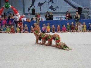 Фото: У Полтаві більше 200 дівчат показували свої уміння з гімнастики