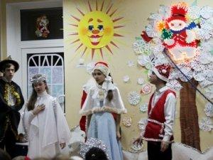Фото: У Полтаві на Новорічному святі діти з обмеженими можливостями отримали по 500 гривень