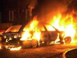 Фото: У Полтаві уночі горіло два автомобіля, один з них належить міліціонеру