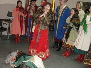 """Фото: До «Кола» та """"Жовтої газети"""" завітали щедрувальники"""