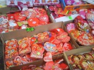Фото: Полтавці прискіпливі, коли обирають валентинки на подарунок