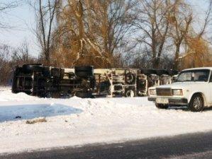 Фото: Під Полтавою перекинулась вантажівка: подробиці